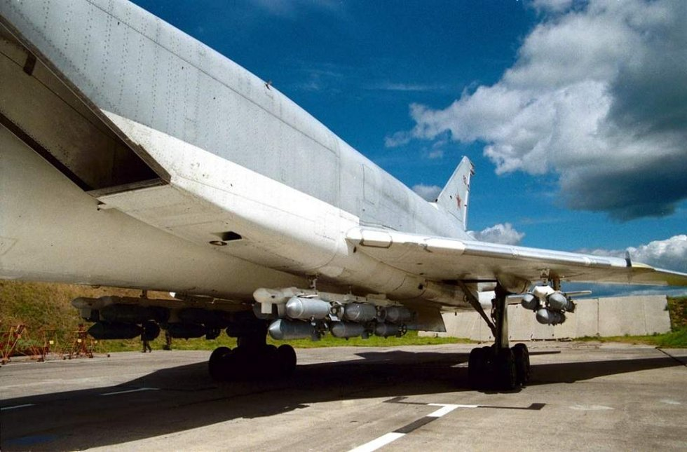 tu-22m3-of-840-heavy-bomber-regiment-at-novgorod_13.jpg