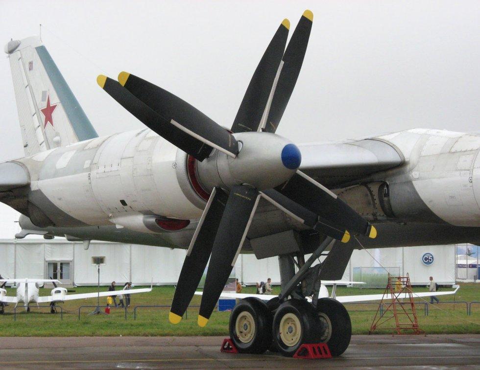 Tu-95 helices.jpg