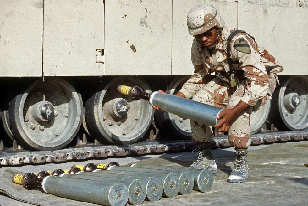 uranmunition-operation-desert-shield-m1a1-abrams-main-battle-tank.jpg