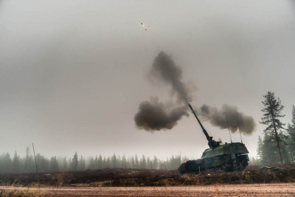 us-approves-excalibur-guided-artillery-round-for-royal-netherlands-army-pzh-2000nl-sph.jpg