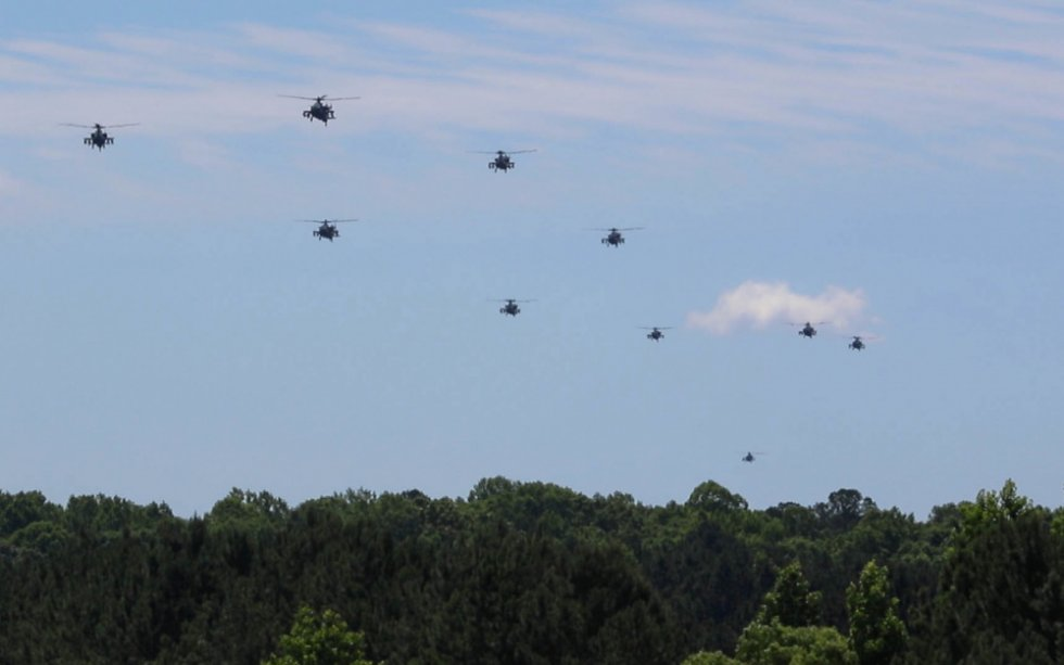 us-army-1-130th-attack-battalion-performs-live-fire-aerial-gunnery-training.jpg