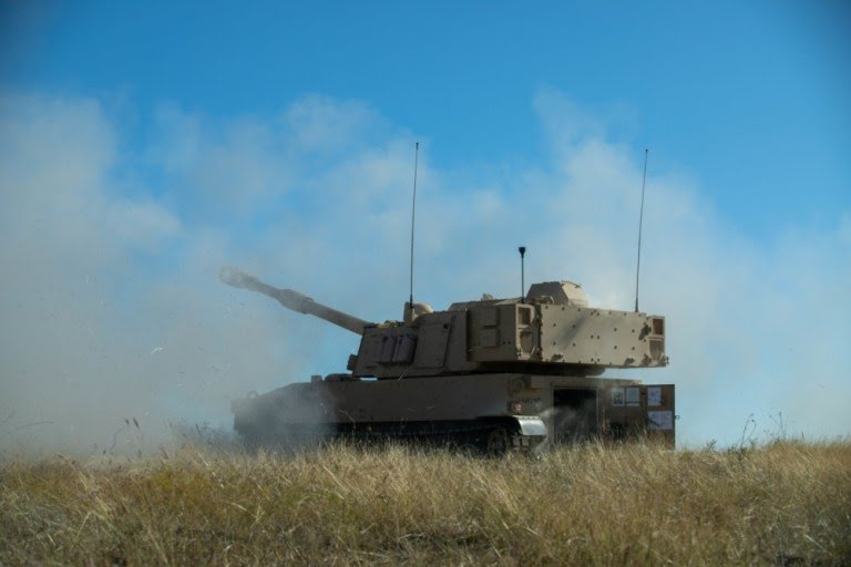 us-army-greywolf-brigade-hosts-brand-new-m109a7-paladin-live-fire-demonstration.jpg