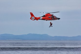 us-coast-guard-conducting-search-rescue-training-with-royal-canadian-air-force.jpg