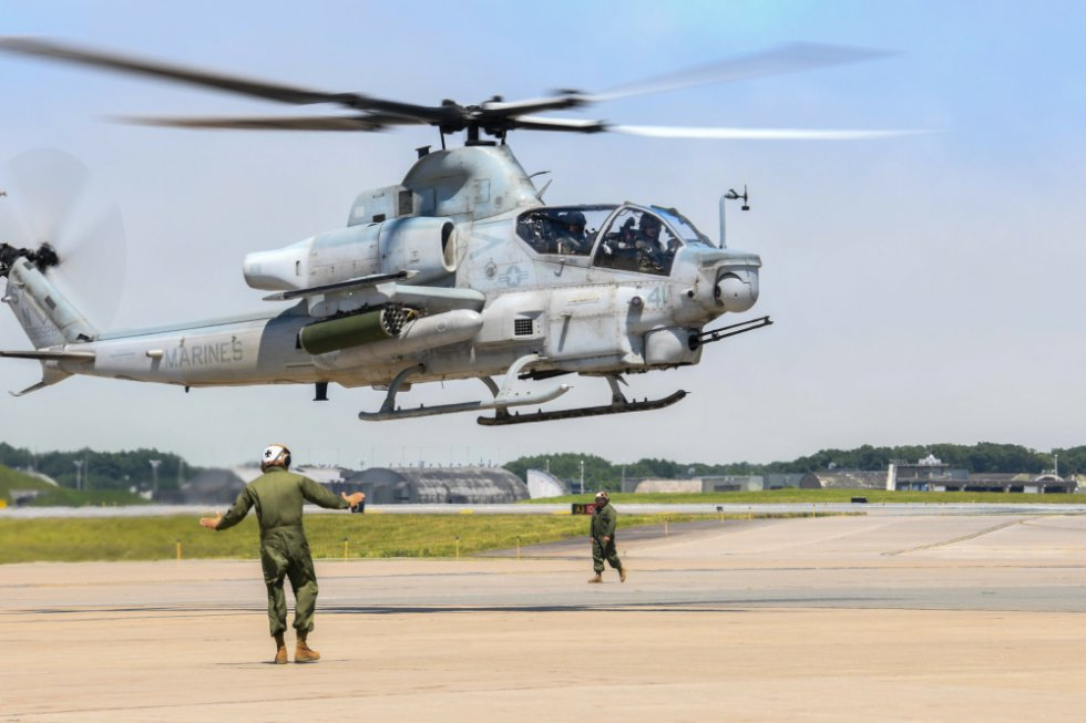 us-marine-light-attack-helicopter-squadron-169-long-range-self-deployment-2.jpg