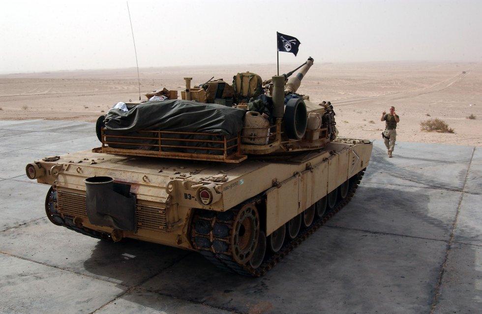 us-navy-031214-n-3236b-008-a-marine-from-the-13th-marine-expeditionary-unit-13th-meu-tank-plat...jpg