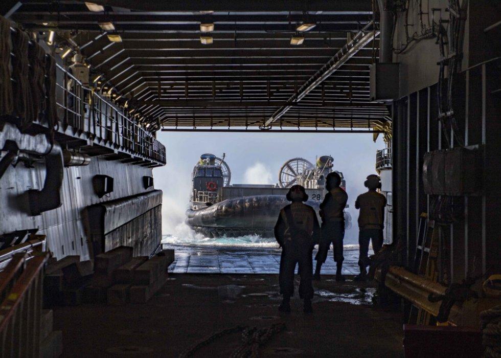 us-navy-dock-landing-ship-uss-carter-hall-lsd-50-departs-aqaba-jordan-1.jpg