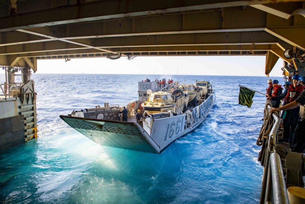 us-navy-dock-landing-ship-uss-carter-hall-lsd-50-departs-aqaba-jordan-2.jpg