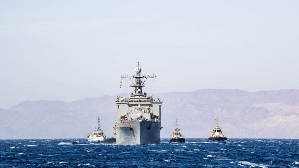 us-navy-dock-landing-ship-uss-carter-hall-lsd-50-departs-aqaba-jordan.jpg