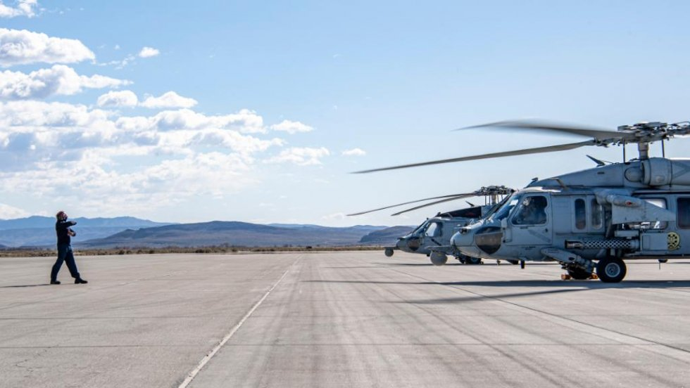 us-navy-sea-combat-squadron-4-mh-60s-helicopter-conduct-live-firing-exercise-1.jpg