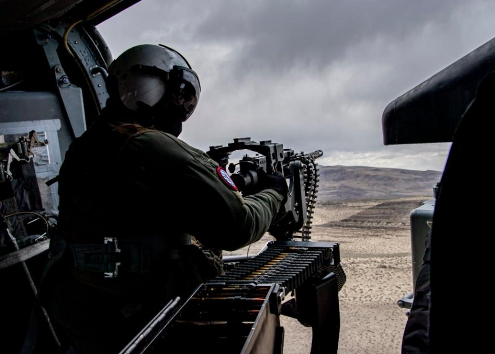 us-navy-sea-combat-squadron-4-mh-60s-helicopter-conduct-live-firing-exercise-3.jpg