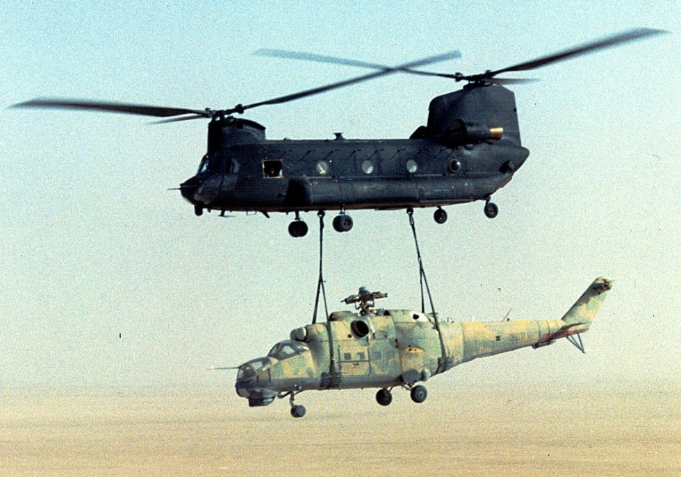 US_Army_160th_SOAR(A)_CH-47_sling-load_a_Mi-24_out_of_Chad-Operation_Mount_Hope_III.jpg