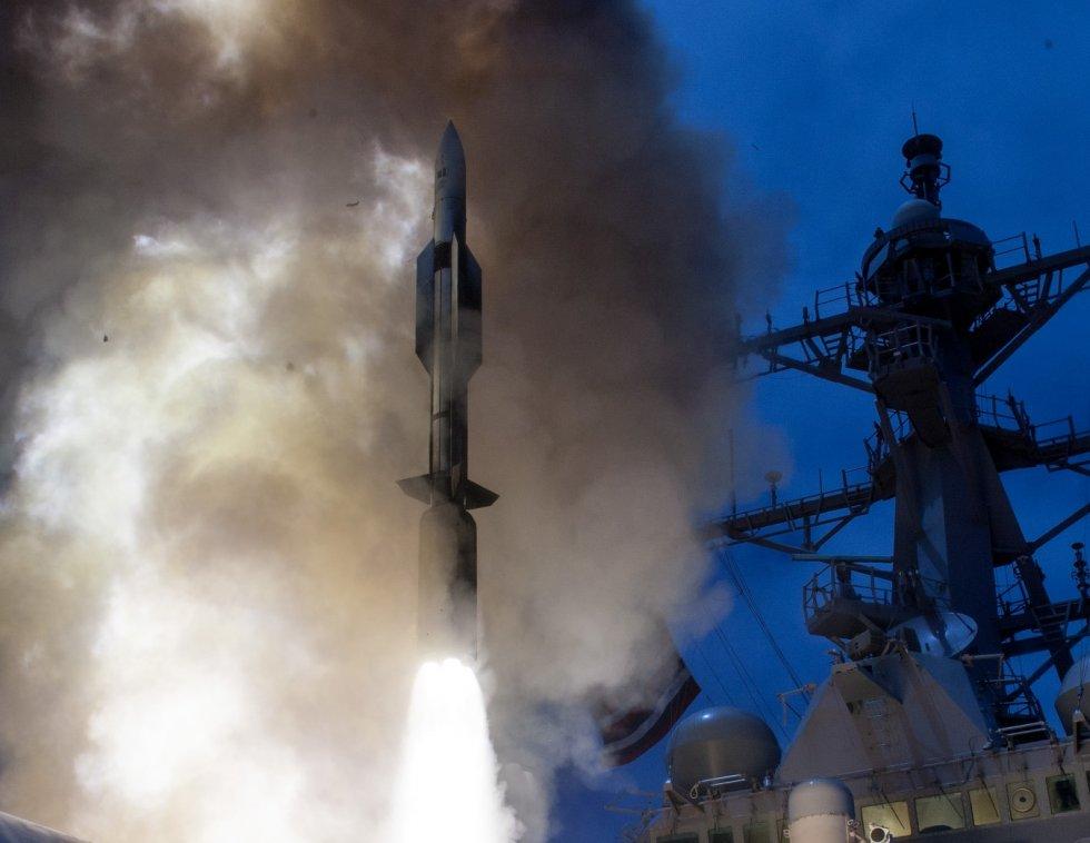 USS_John_Paul_Jones_(DDG-53)_launches_RIM-174_June_2014.jpg