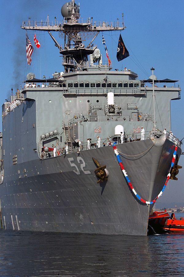 USS_Pearl_Harbor_(LSD_52)_-_close_up.jpg