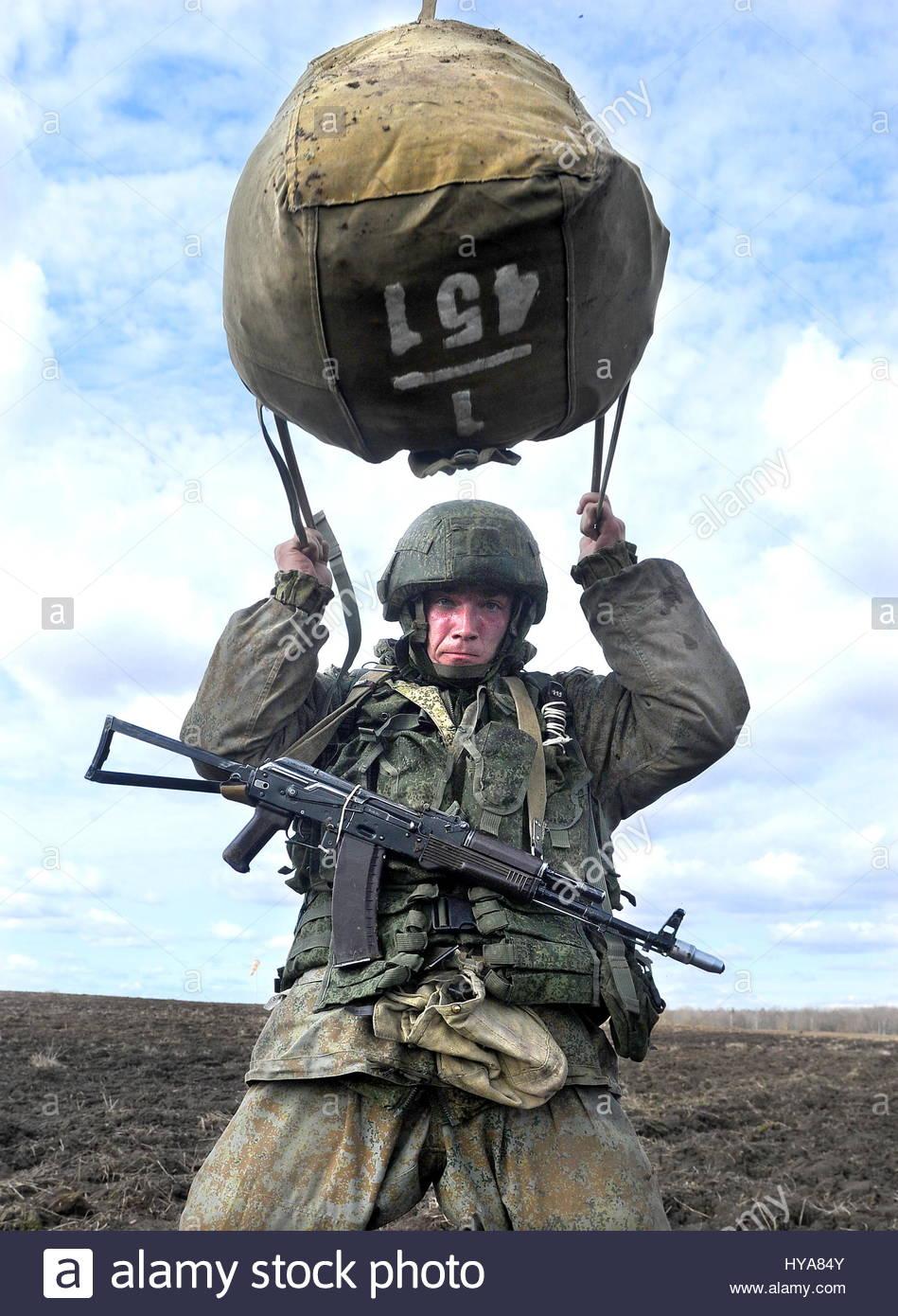 vitebsk-region-belarus-3rd-april-2017-a-soldier-during-a-joint-military-HYA84Y.jpg